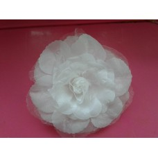 Balta rožė - segtukas (didelė)