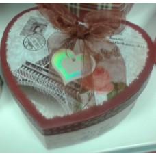 Širdelės formos vintažinė dėžutė